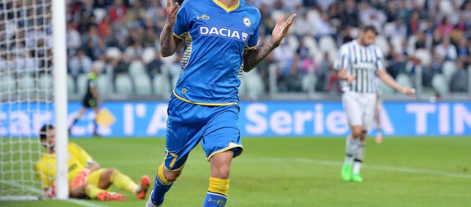 Udinese's Cyril Thereau jubilates after scoring the winning goal against Juventus during the Italian Serie A soccer match Juventus-Udinese at Juventus stadium in Turin, Italy, 23 August 2015. Udinese won 1-0. ANSA/ ALESSANDRO DI MARCO